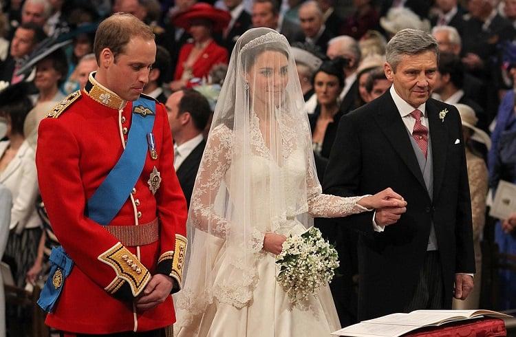 Kate Middleton'un Gardırobundaki En Pahalı Elbiseler