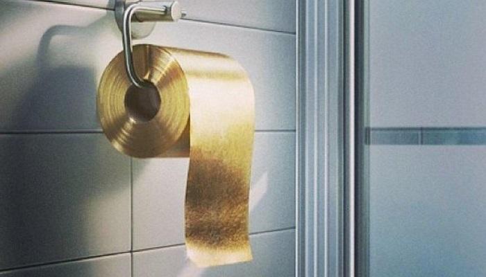 Üç Katlı Altın Tuvalet Kağıdı