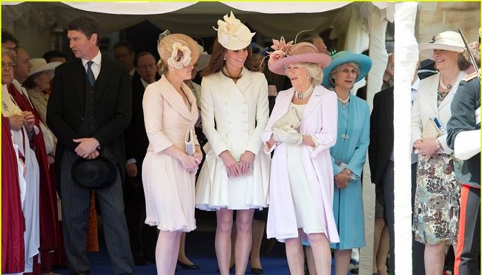 Windsor Kalesi Yıllık Garter Töreninde Giydiği Elbise