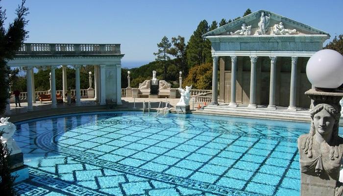 Brian Ross'un Maya Temalı Kapalı Yüzme Havuzu