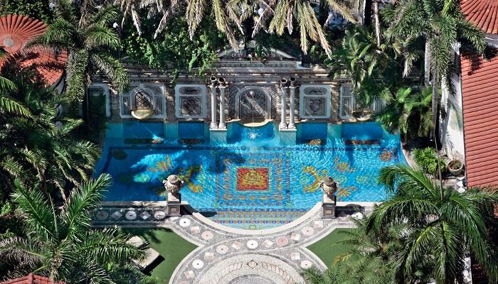 Gianni Versace'nin Altın Çizgili Havuzu
