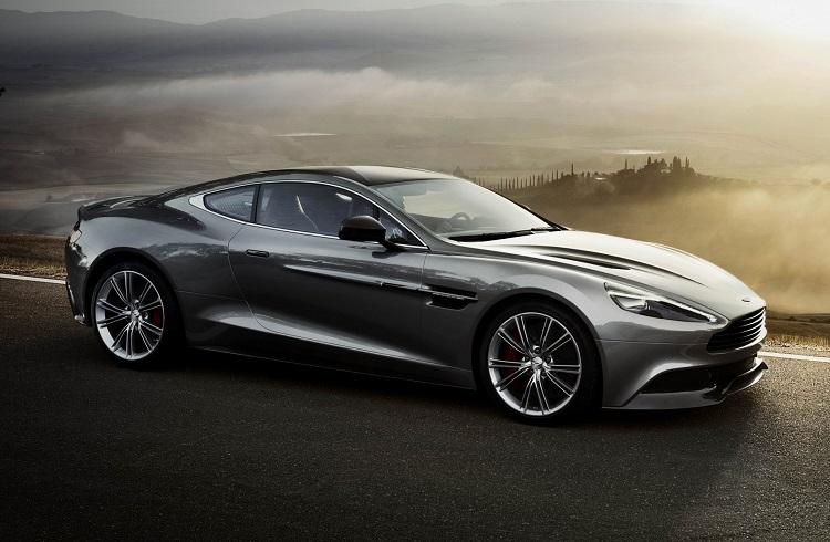 James Bond'un En Yeni Lüks Aston Martin Modeli