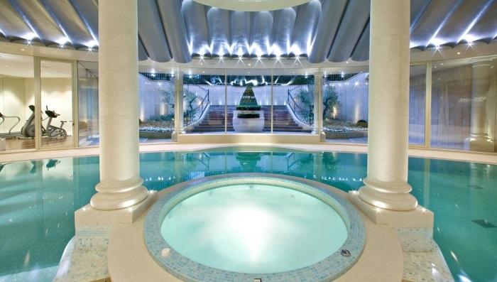 Lev Leviev'in Altın Çizgili Kapalı Yüzme Havuzu