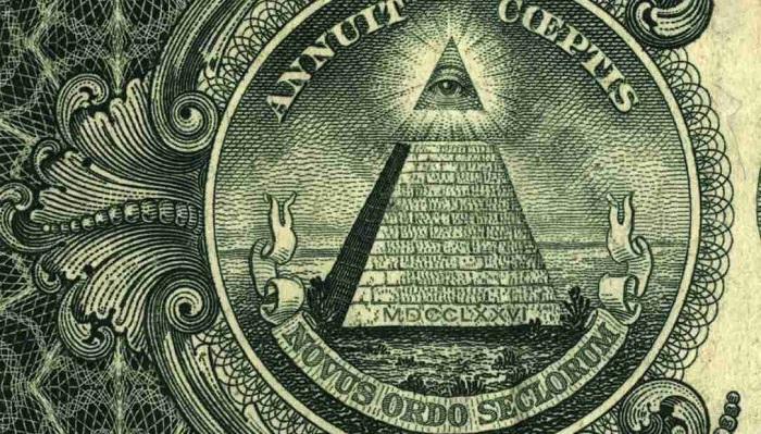 Dolarların Arkasındaki Piramit Büyümeyi Temsil Eder