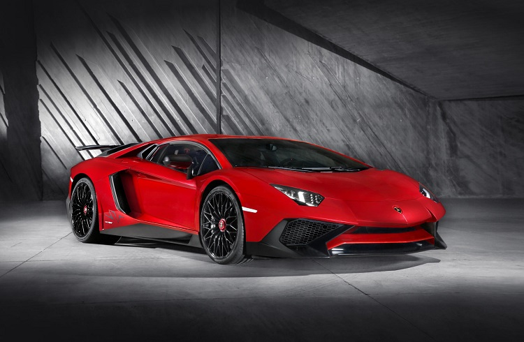 Lamborghini Aventador'un Yeni Versiyonu Superveloce (SV)