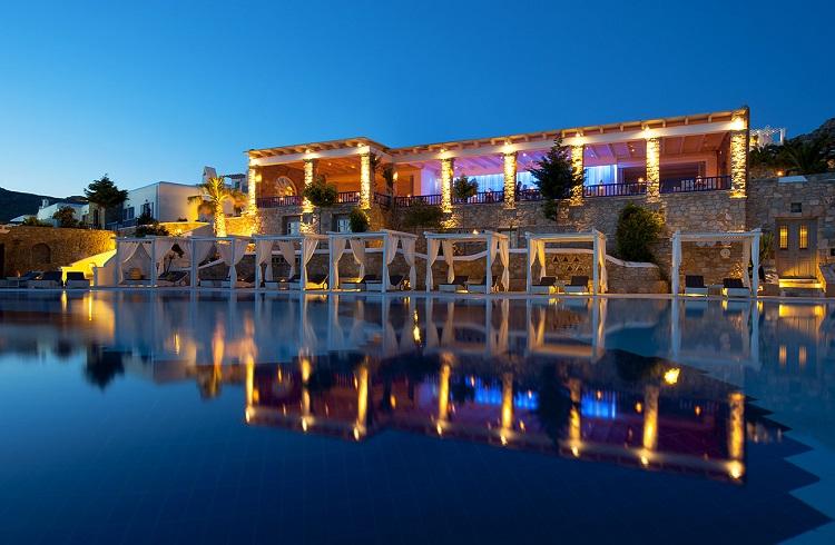 """Ultra Lüks Bir Tatil Mekanı: """"Mykonos Grand Hotel"""""""