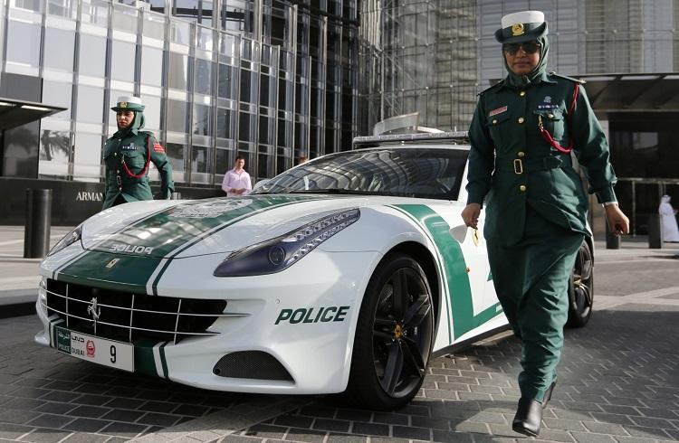 Dubai'nin 2015 Model Gösterişli Polis Arabaları
