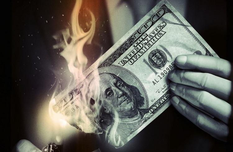 Parayla Birlikte Gelen 5 İlginç Alışkanlık