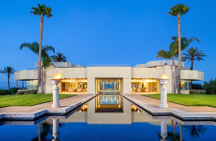 Dünyanın En Uzun Havuzuna Sahip Milyon Dolarlık Malikane