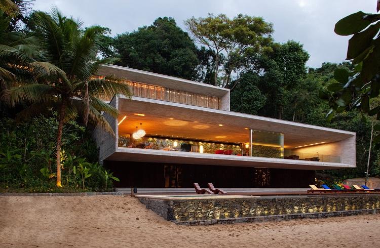 """Geometrik Çizgisiyle Dikkat Çeken Yazlık Ev: """"Paraty House"""""""