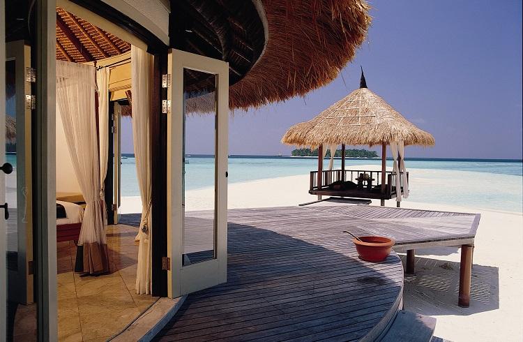 """Maldivler'deki Saklı Cennet: """"Banyan Tree Vabbinfaru Hotel"""""""