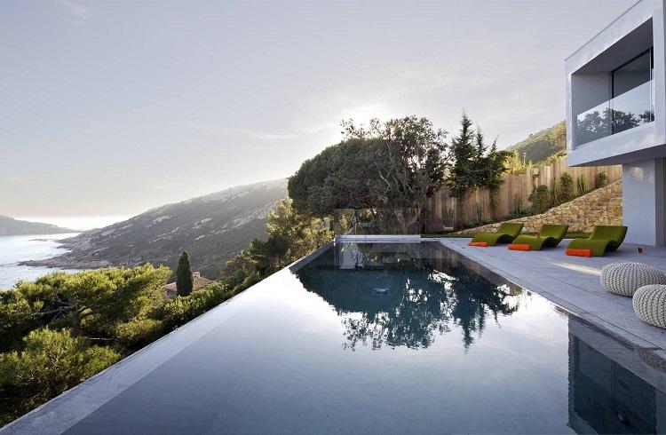 """Saint Tropez Tepelerinde Bulunan Kusursuz Tasarım: """"Villa L'Escalet"""""""