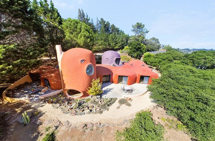 """4.2 Milyon Dolara Satışa Çıkartılan Taş Devri Evi: """"Flintstone House"""""""