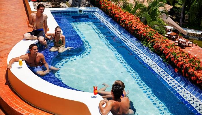 Puerto Vallarta'daki Benzersiz Bekarlığa Veda Partisi Havuz Keyfi