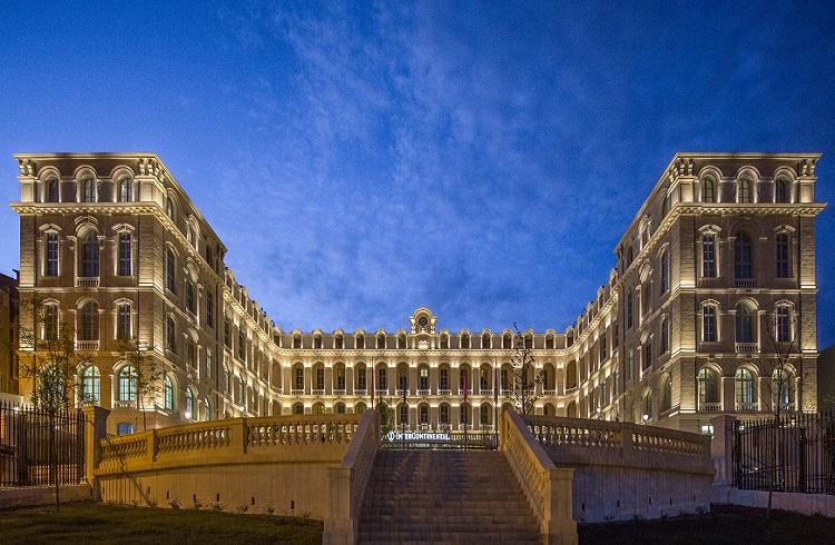 """Tarihi Otellerin Arasında Parlayan Yıldız: """"Intercontinental Marseille Hotel Dieu"""""""