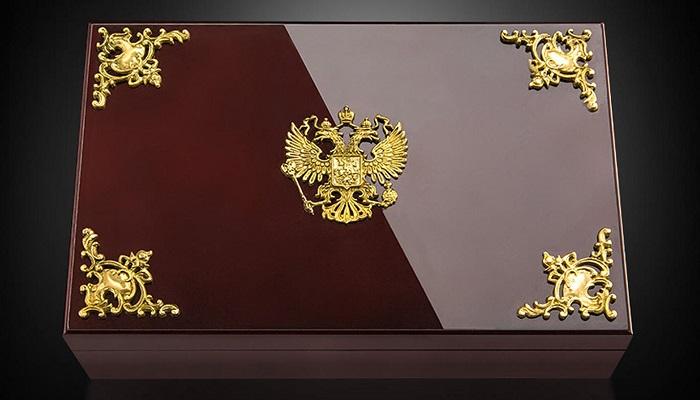 Vladimur Putin Konseptiyle Tasarlanan 63 iPhone 6S Kutusu