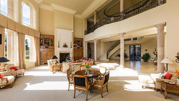 Britney Spears'ın Thousand Oaks Şehrindeki Yeni Sarayı Salon
