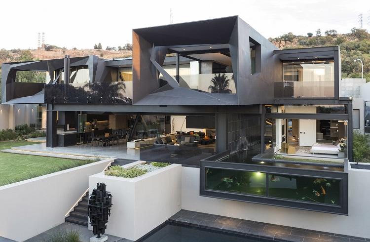 """Çelik ve Geometrik Tasarımıyla Dikkat Çeken Lüks Malikane: """"Kloof Road House"""""""