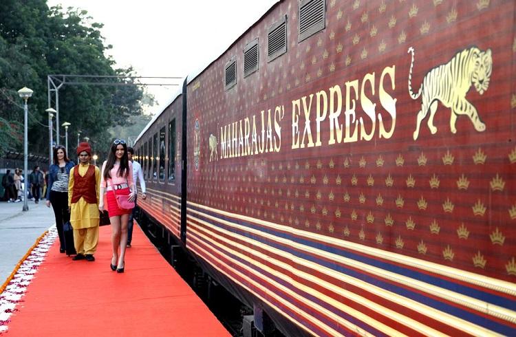 """Dünyanın En Pahalı Treni ile Unutulmaz Bir Gezi: """"Maharajas' Express"""""""