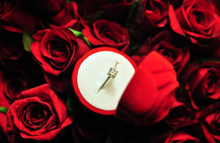 Kadınların Hayır Diyemeyeceği Birbirinden Güzel 6 Nişan Yüzüğü