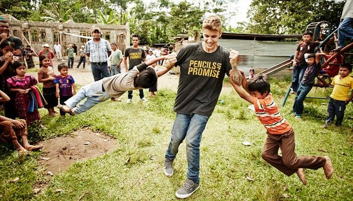 Okulun Hoparlör Sisteminden Justin Bieber Şarkılarını Duyurmak