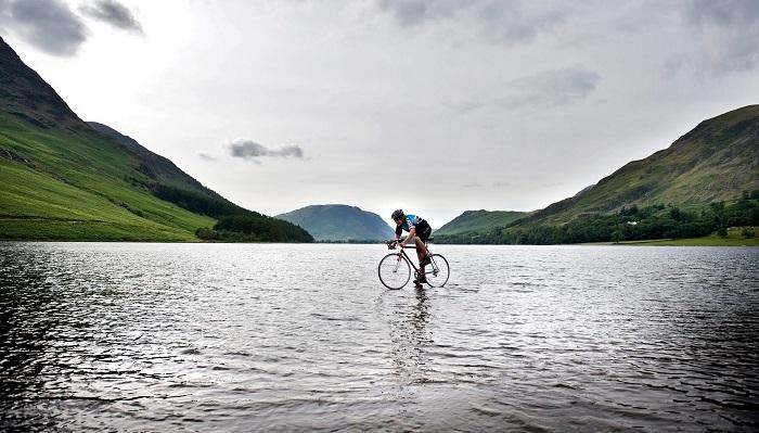 Suyun Üzerinde Bisiklete Binmek
