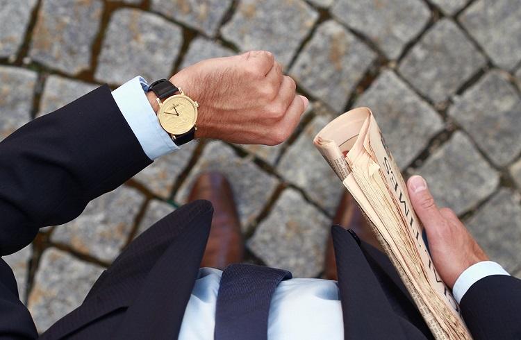 "Tarihi Bozuk Paralarla Tasarlanan Şık Kol Saati: ""Corum Coin Watch"""