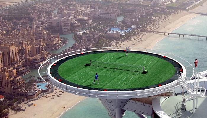 Burj Al Arab'da Geceyi Geçirebilir ve Gün Boyu Tenis Oynayabilirsiniz