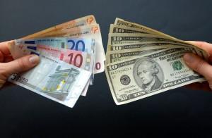 Dolar ve Euro Kuru Sakin Seyrediyor