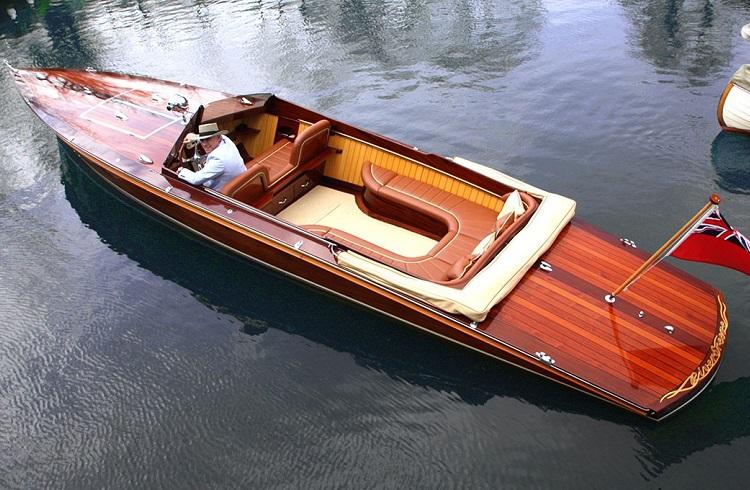 """McLaren'in Tasarım Patronu Frank Stephenson'un Sürat Teknesi: """"Riverbreeze"""""""