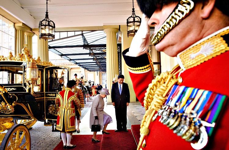 İngiliz Kraliyet Ailesinin Birbirinden Tuhaf 7 Kuralı
