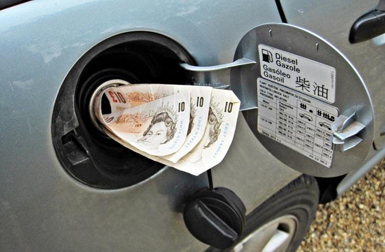 Stokların Artacağı Yönündeki Beklenti Petrol Fiyatlarını Düşürdü