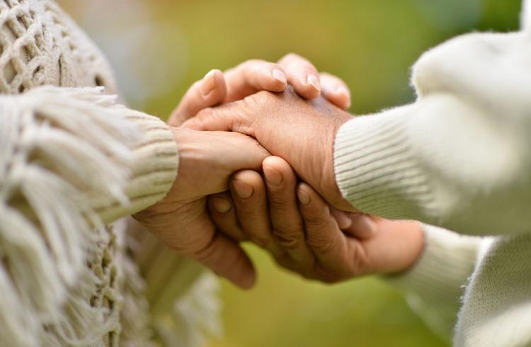 Yaşlı ve Hasta Bakıcılığı Yaparak Para Kazanmak
