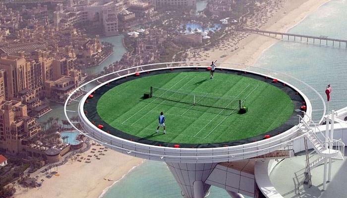Burj Al Arab'ın Gökyüzündeki Kortunda Tenis Oynamak