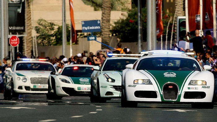 Dünyanın En Pahalı Polis Arabalarına Rastlamak