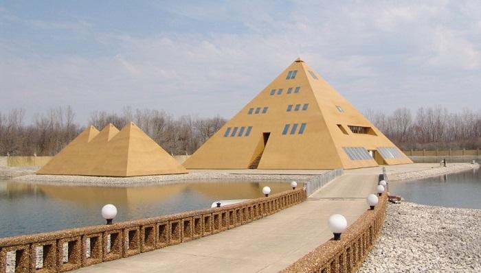 Altın Piramit Ev - Amerika