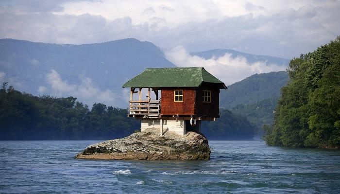 Kayalık Evi - Sırbistan