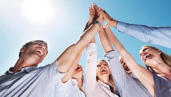 Başarılı İnsanlar Kahkaha Atmayı Bilir, Başarısız Olanlarınsa Sahte Tebessümleri Vardır