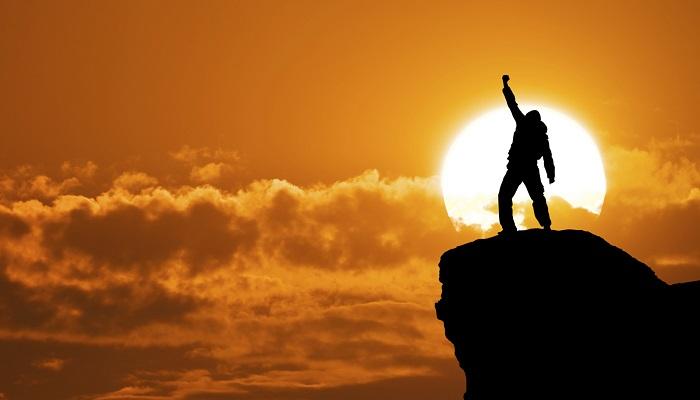 Sıradan Kişiler Daha İyi Bir Geleceğin Hayalini Kurarken, Başarılı Olanlar ise Bunu Gerçeğe Dönüştürür