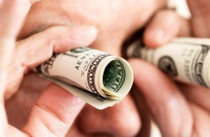 Dolar Yatırımı Yaparak Para Kazanmak