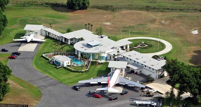 Fly In Home - Florida/John Travolta