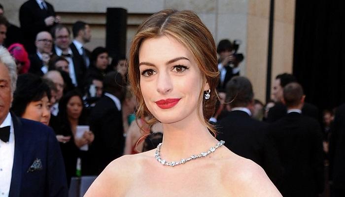 Anne Hathaway - Tiffany & Co. Elmas Gerdanlık, Yüzük ve Küpeler