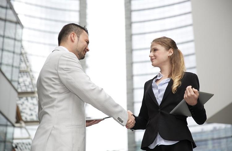 Sevilen Bir İş Arkadaşı Olmak için Kullanılması Gereken 10 Tılsımlı Kelime