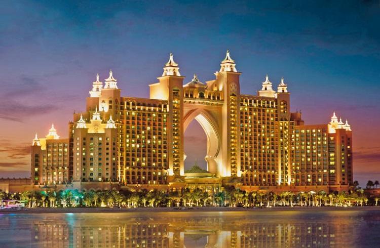 """Dubai'nin Simgesi Haline Gelmiş Lüks Otel: """"Atlantis The Palm"""""""