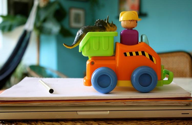 Evden Çalışmak İsteyen Anne ve Babalar için 16 Kazançlı İş Fikri