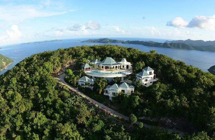 """Gökyüzünü Deniz Manzarasıyla Birleştiren Lüks Ev: """"Celestial House"""""""