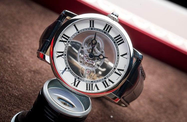 Lüksün Kolda Şekil Bulmuş Hali Cartier'den Şık Bir Saat