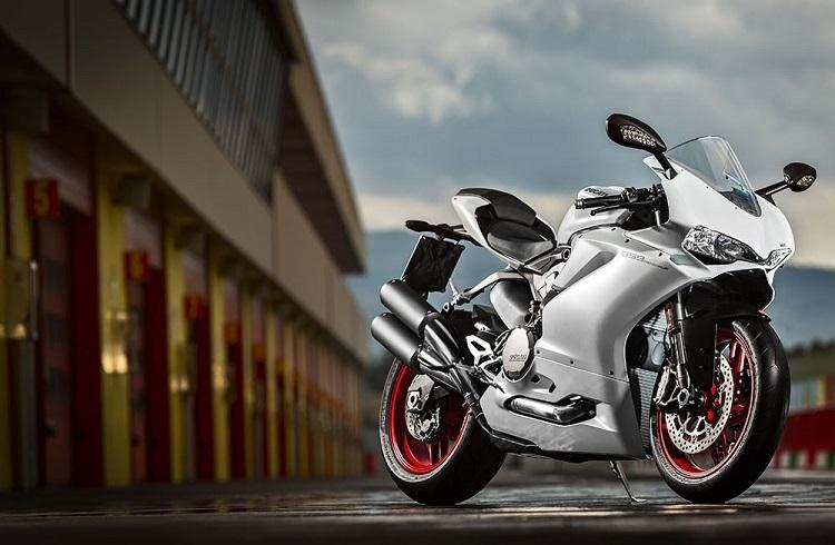 """Ducati'nin 2016'ya Özel Gösterişli Tasarımı: """"959 Panigale"""""""
