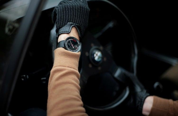 2016 Yılı için Lüks Arabalar ile Eşleşen Gösterişli Saat Modelleri