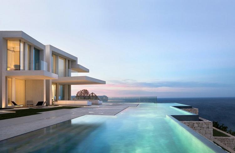 """Akdeniz'in Kenarında Rüya Gibi Bir Villa: """"Sardinera House"""""""